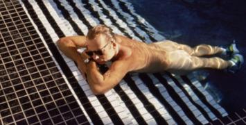 Bruce Willis et Jane March batifolent dans la piscine de Color of night