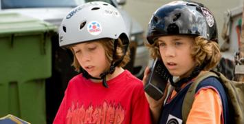 Trailer est-il ? Nic & Tristan Go Mega Dega, la malice en skateboard