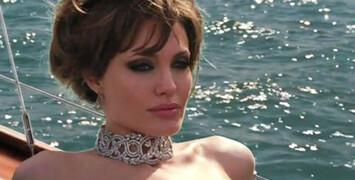 Angelina Jolie pourrait adapter le livre érotique Fifty Shades of Grey