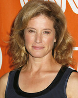Nancy Travis