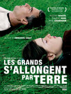 Les Grands s'allongent par terre