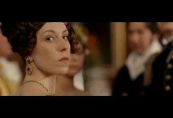 bande annonce de Victoria : les jeunes années d'une reine